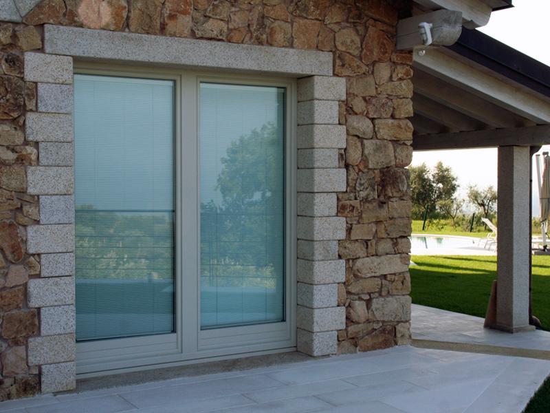Wis a la albertini finestre in legno alluminio wis a la for Prezzi porte finestre in alluminio