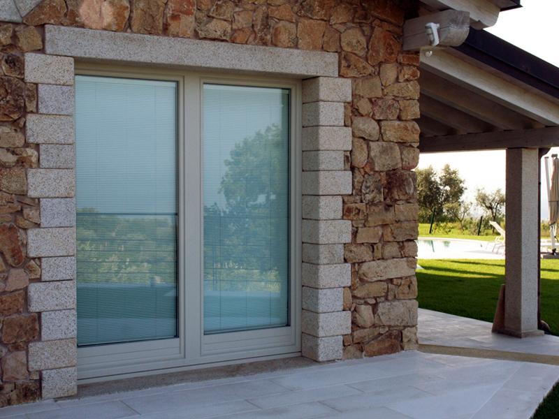 Scorrevole parallelo finestra o portafinestra scorrevole for Finestra esterna scorrevole